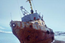 заброшенный корабль в териберке